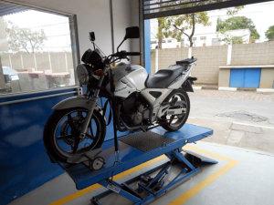 Honda CBX 250 com motor de duplo comando e 4 válvulas
