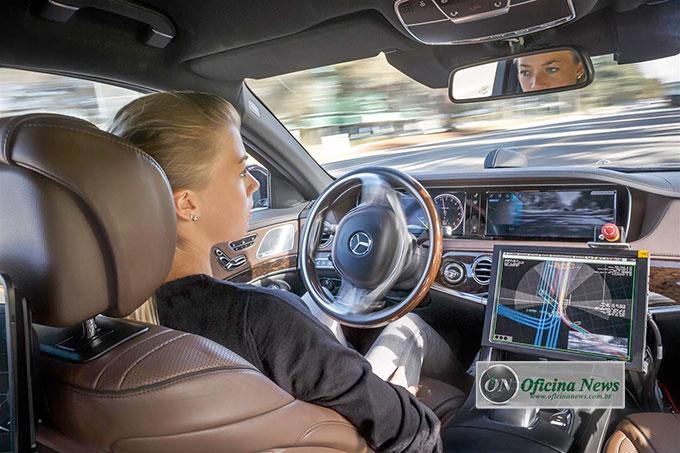 Daimler AG mostra tecnologia de veículos híbridos e de direção autônoma