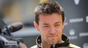 Inglês Jolyon Palmer corre o risco de ser não terminar a temporada na ativa (Renault)