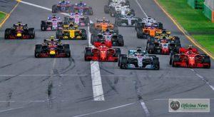 Na largada Hamilton pulou à frente e Magnussen (20) assumiu o quarto lugar (Ferrari)