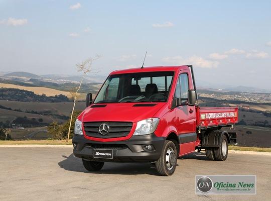 Mercedes-Benz leva chassi Sprinter e caminhão Atego à Feicon