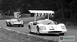 Chaparral, com financiamento da GM, e Ferrari em luta na prova BOAC 500 1968 em Brands Hatch (Pinterest)