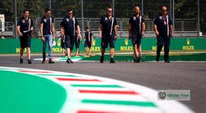 Estebán Ocón (segundo, a partir da esquerda): equipe deixa a pé piloto protegido de Toto Wolff (Force India)