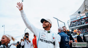 Lewis Hamilton está próximo de se igualar a Juan Manuel Fangio, penta-campeão dos anos 1950 (Mercedes)