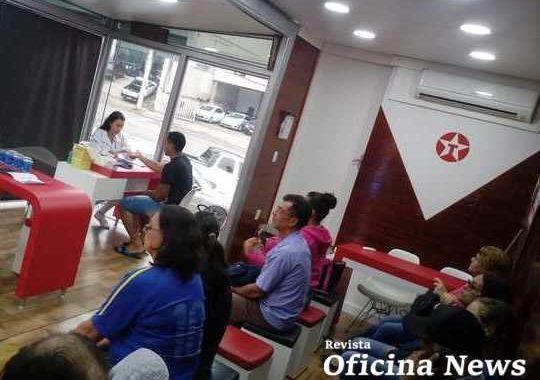 Carreta Texaco presta atendimento gratuito a caminhoneiros