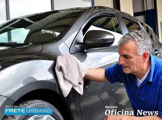Álcool gel no veículo não é produto mais adequado para limpeza
